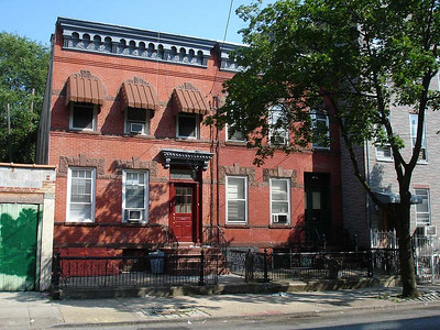 On the left is the house formerly occupied by the late Dr. Rudolph Thieme, D.D.S.  He taught dentistry at Columbia University.  He left a gap when he passed away many years ago. 2005.