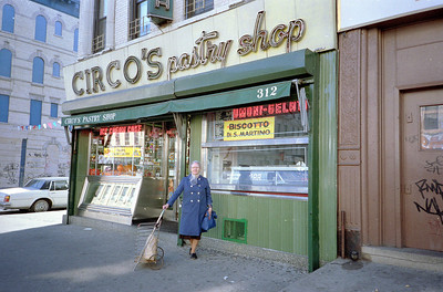 Shopping Knickerbocker Avenue, November 1986