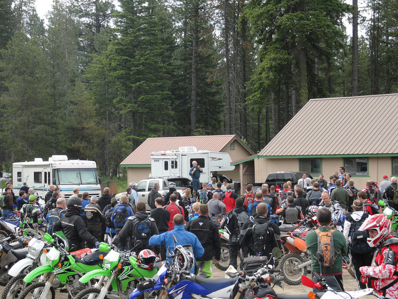Riders Meeting prior to departure.
