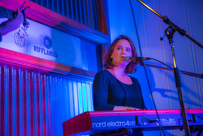 Laura Reznek  Amus Osaurus www.amusproductions.com