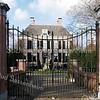 RM009   Wilhelminalaan 13 - 'Het Oude Koningshuys' Wilhelminalaan 13 - 'Het Oude Koningshuys' <br /> <br /> 'Het Oude Koningshuys' is in 1628 gebouwd zoals op de gebeeldhouwde steen te zien is.  Deze steen is in een vijver gevonden die vroeger lag tussen 'Het Oude Koningshuys' en 'Westend'. De wapens van Johan van Egmond van Nijenburg en zijn vrouw Maria van Cromvliet zijn op de steen afgebeeld. Het huis werd toen ' 't Huys Ter Nieuwburgh' genoemd.<br /> <br /> Meer informatie is te vinden in 'Monumenten in Sassenheim', een uitgave van de Stichting Oud Sassenheim.
