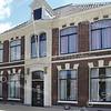 RM008  Hoofdstraat 230   <br /> <br /> Dit woonhuis is in 1873 gebouwd naar ontwerp van de Leidse architect J.G. van Parijs voor de 'medicinaal doctor' Cornelis Willem Hendrik van Kaathoven jr. <br /> Aan de diverse bouwonderdelen is de eclectische bouwstijl te herkennen. Van 1887-1899 woonde hier burgemeester jhr. mr. M. v.d. Brandeler en van 1899-1903 burgermeester jhr. mr. J.W. Schorer.  Van 1903 tot 1968 was dit huis de pastorie van de Hervormde gemeente. <br /> <br /> Meer informatie is te vinden in 'Monumenten in Sassenheim', een uitgave van de Stichting Oud Sassenheim.