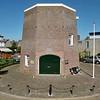 RM013 H. Knoopstraat 1 - 'De Molen van Speelman' <br /> <br /> De romp van 'De Molen van Speelman' is als type van een achtkantige stellingmolen van cultuurhistorische waarde. In Zuid-Holland komt dit type niet veel voor. Bewoonde korenmolens kwamen voor zover bekend, helemaal weinig voor.<br />  In 1663 werd op die plaats voor het eerst een korenmolen gebouwd. De molenaar was Cornelis Pieterssen van der Cade, wiens vader en grootvader ook molenaars waren. Bij zijn aanvraag tot het mogen bouwen van een molen valt zijn verzoek op of hem ook 'de wind van het dorp Voorhout' zal worden gegund. <br /> <br />  Meer informatie is te vinden in 'Monumenten in Sassenheim', een uitgave van de Stichting Oud Sassenheim.