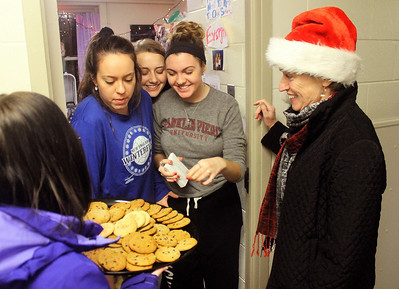 President Mooney's Freshman Cookie Hand Out 12-11-16