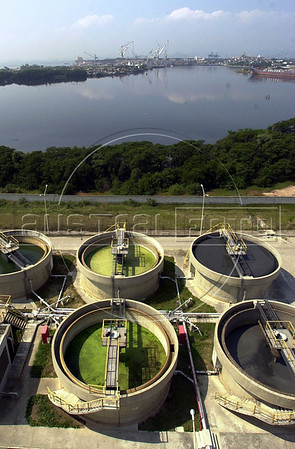 A sewage treatment plant works at partial capacity on the banks of the Guanbara Bay in Rio de Janeiro. The treatment plant, one of eight around the bay, is part of a program to clean up the Guanabara Bay. The bay is more representative of Rio than the tourist postcards it is famous for. Each day, the bay receives some 470 tons of raw sewage, about 10 tons of solid garbage, five tons of oil and an unknown quantity of industrial waste.(Australfoto/Douglas Engle)