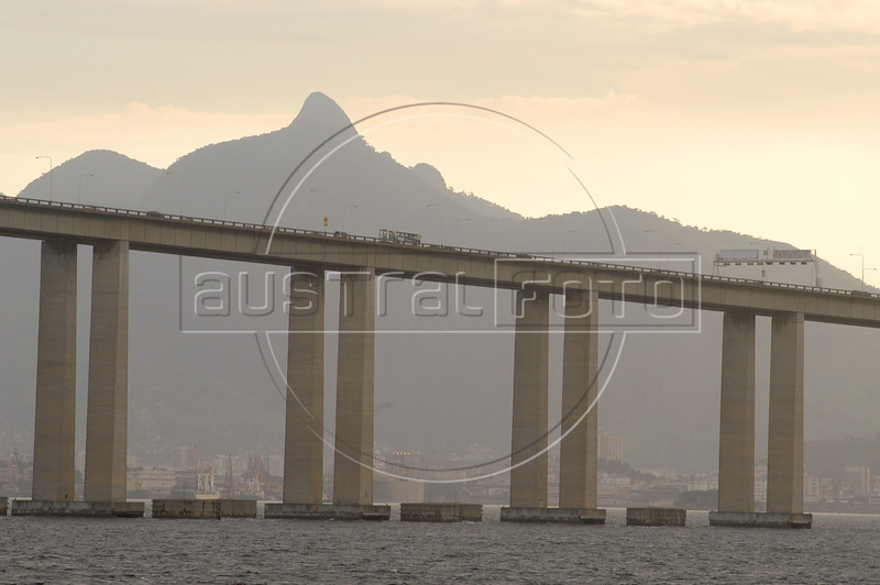 The 13 km Niteroi Bridge over the Guanabara Bay connects Rio de Janeiro to Niteroi and was inaugurated in 1974.(Australfoto/Douglas Engle)
