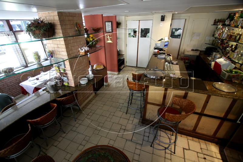 The Siri Mole & Cia. restaurant in the Arpoador district of Rio de Janeiro, Brazil. (Australfoto/Douglas Engle)