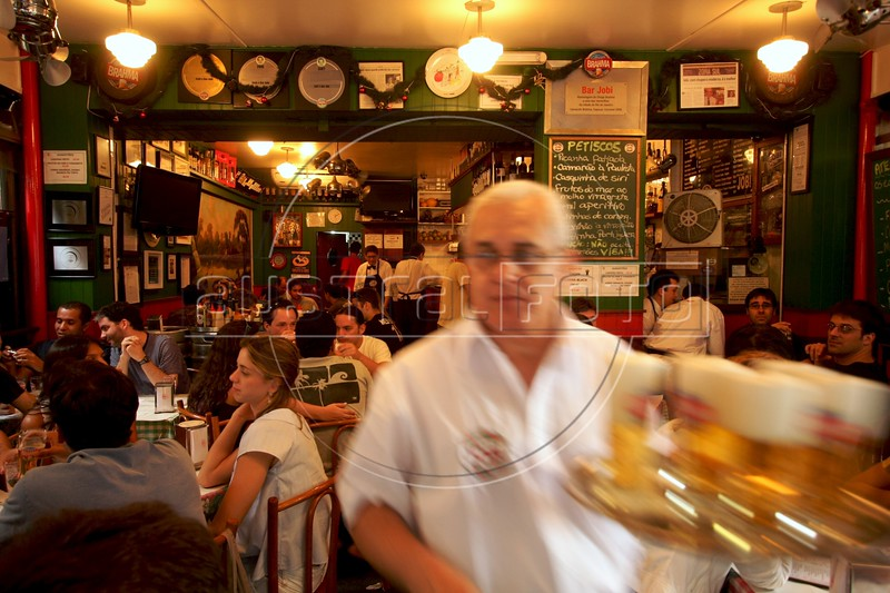 A waiter carries cold draft beer at the Jobi bar in the Leblon district of Rio de Janeiro, Brazil. (Australfoto/Douglas Engle)