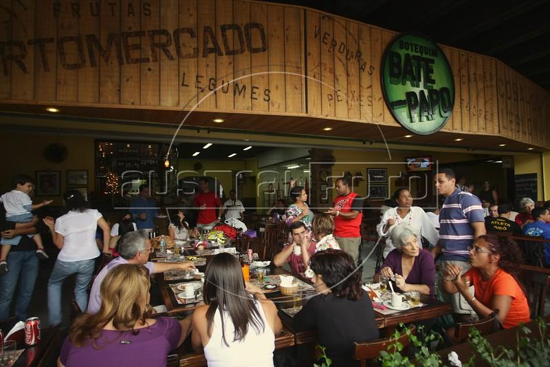 Clients at the Bate Papo restaurant in the Leblon district of Rio de Janeiro, Brazil. (Australfoto/Douglas Engle)