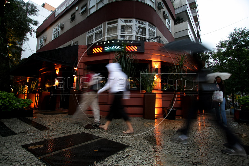 A view of the Grill Esplanada restaurant in the Ipanema district of Rio de Janeiro, Brazil. (Australfoto/Douglas Engle)