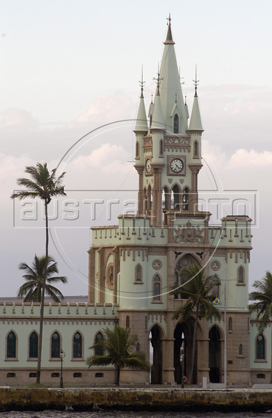 "The historic ""Fiscal Island"" castle, the former customs house, in the Guanabara bay in Rio de Janeiro, March 28, 2004.(AustralFoto/Douglas Engle)"