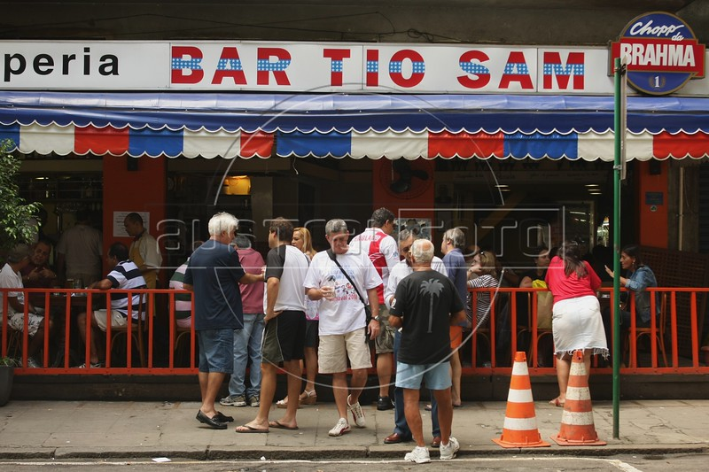 Clients at the Tio Sam Bar in the Leblon district of Rio de Janeiro, Brazil. (Australfoto/Douglas Engle)