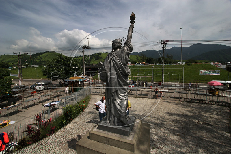 Statue of Liberty in the working class Bangu neighborhood of Rio de Janeiro, Jan. 12, 2006.(Australfoto/Douglas Engle)