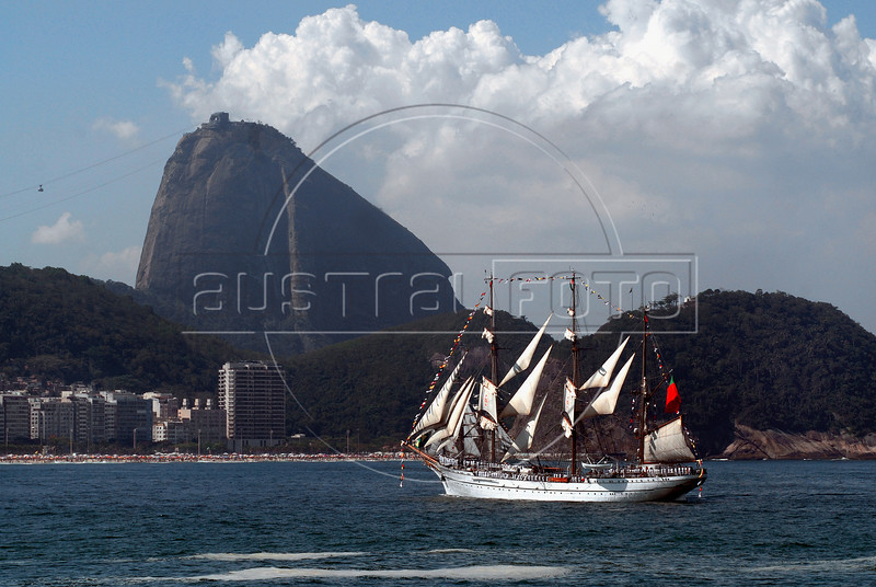 "Sailboat ""Sagres"" of Portuguese Navy takes part in maritime parade to celebrate the Brazil's Independence day in front of the Sugar Loaf, Copacabana , Rio de Janeiro, Brazil, Sep. 7, 2007.(Australfoto/Renzo Gostoli)"