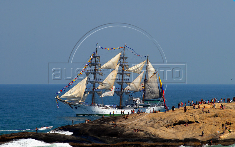 """Sailboat """"Gloria"""" of Colombian Navy takes part in maritime parade to celebrate the Brazil's Independence day in front of Copacabana beach, Rio de Janeiro, Brazil, Sep. 7, 2007.<br /> (Australfoto/Renzo Gostoli)"""