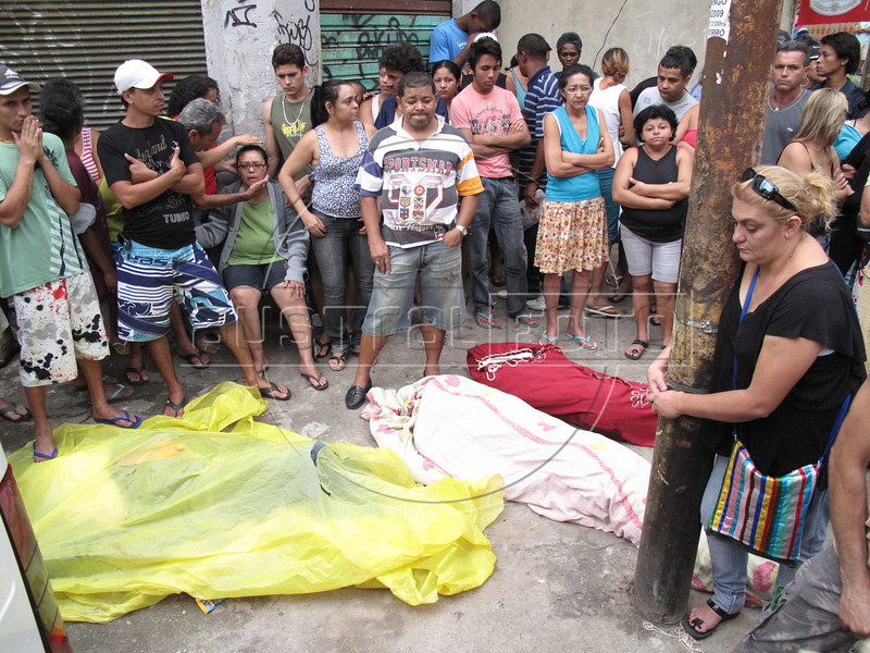 Friends and family mourns three victims of a drug-gang battle in Rio de Janeiro, Brazil, Oct. 17, 2009. (Australfoto/Douglas Engle)