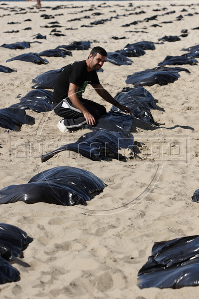 Antiviolence protest simulates graves on copacabana beach in Rio de Janeiro, August 4, 2007. Organizers said that more than 3,000 people have been killed by firearms in Rio from January through July, 2007.(Australfoto/Douglas Engle)