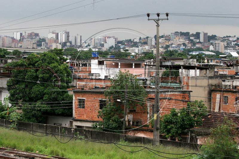 A view of the Vigario Geral favela, or slum, in Rio de Janeiro, Brazil, Dec. 15, 2005. Police occupied the slum after eight young people were kidnapped from there, allegedly by drug traffickers from a rival slum nearby. The kidnappings are the latest episode in a feud between the two slums run by drug traffickers from rival drug gangs, which has been going on for more that 20 years. The Vigario Geral slum was also site of an infamous massacre in 1993, in which police killed 21 people. Shootouts marked by indiscriminate shooting between rival drug gangs and the police are common in Rio and innocent bystanders have fallen victim to the deadly gunfire and the homicide rate of Rio rivals that of declared war zones.(AustralFoto/Douglas Engle)