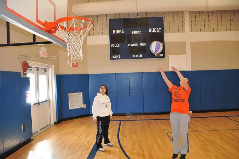 Basketball_03-01-08_P059