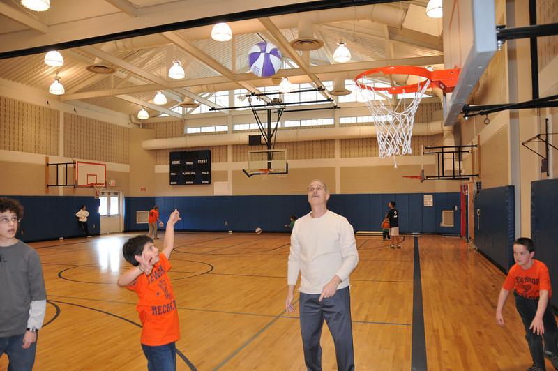 Basketball_03-01-08_P077