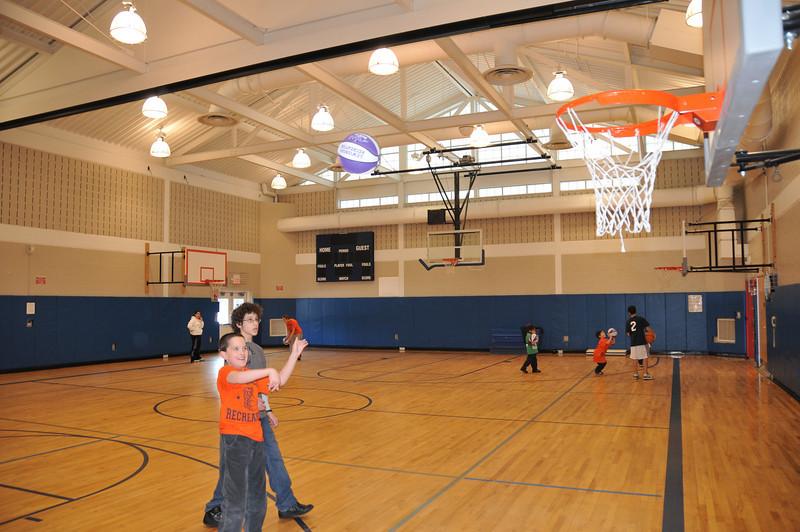 Basketball_03-01-08_P094