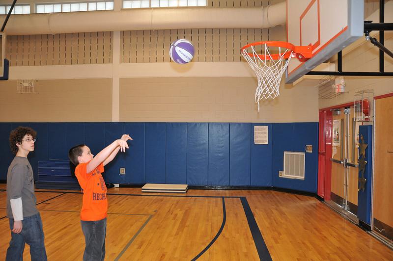 Basketball_03-01-08_P235
