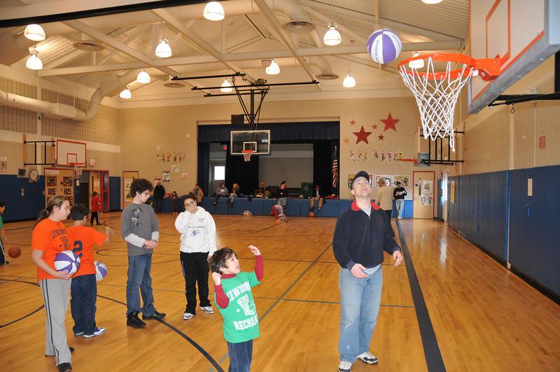 Basketball_03-01-08_P275