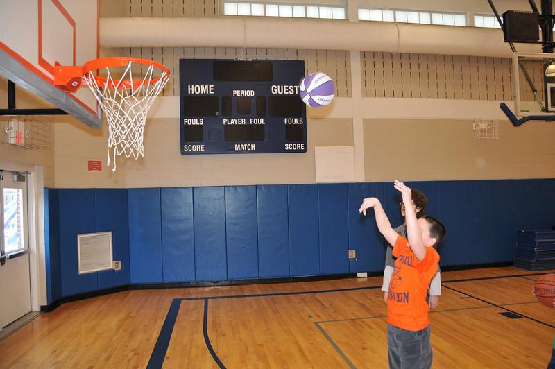 Basketball_03-01-08_P233
