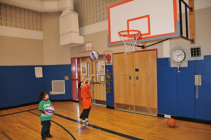 Basketball_03-01-08_P152