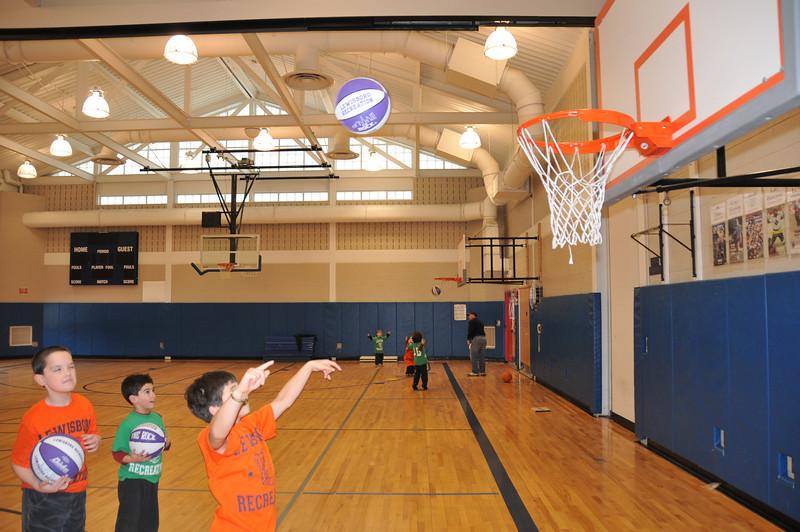 Basketball_03-01-08_P143