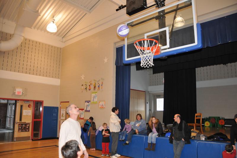 Basketball_03-01-08_P321