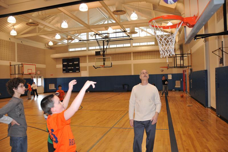 Basketball_03-01-08_P141