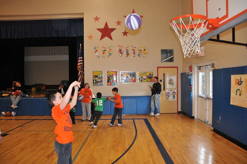 Basketball_03-01-08_P230