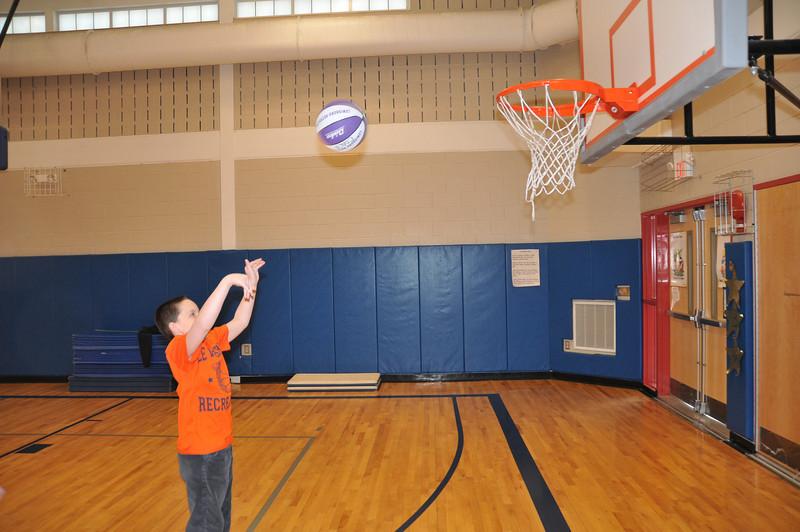 Basketball_03-01-08_P234