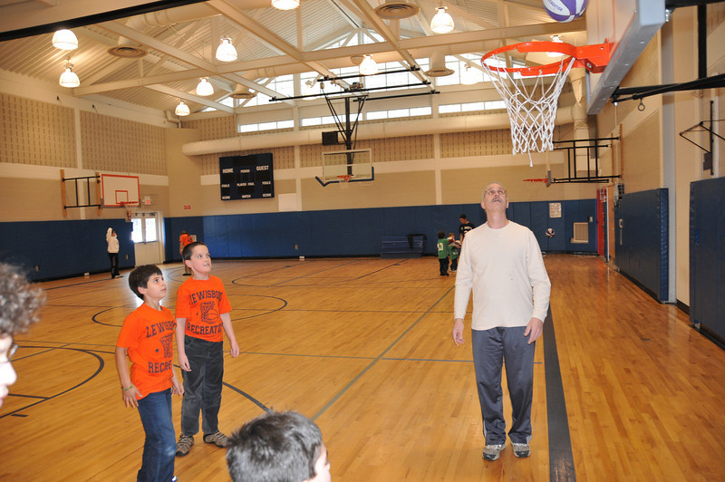 Basketball_03-01-08_P089