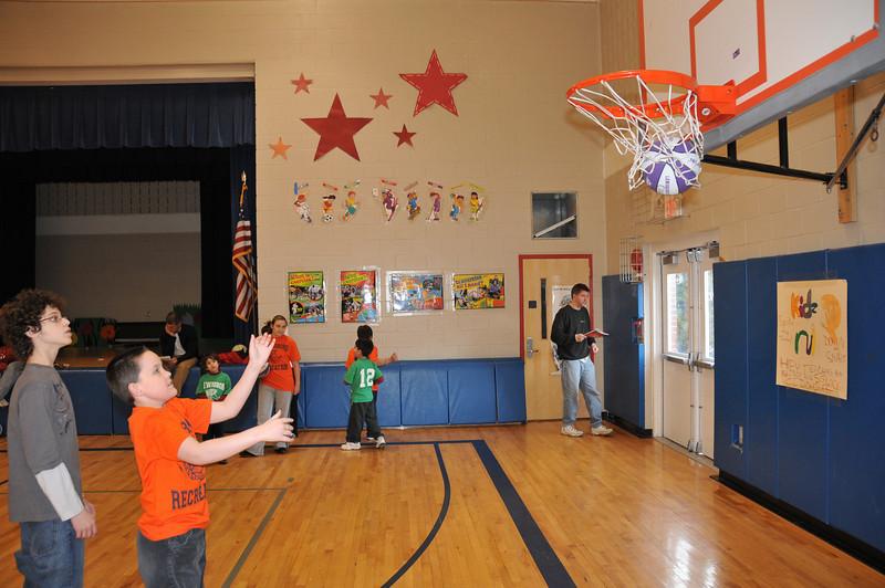 Basketball_03-01-08_P231
