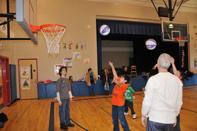 Basketball_03-01-08_P070