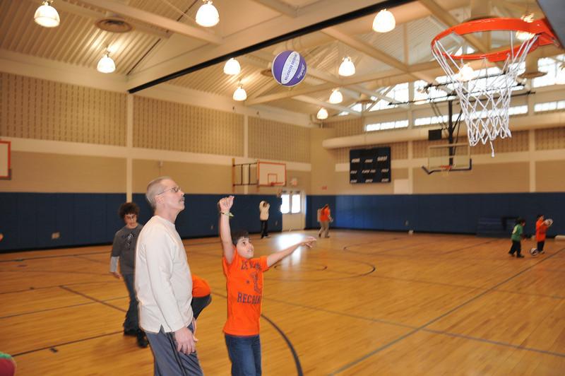 Basketball_03-01-08_P092