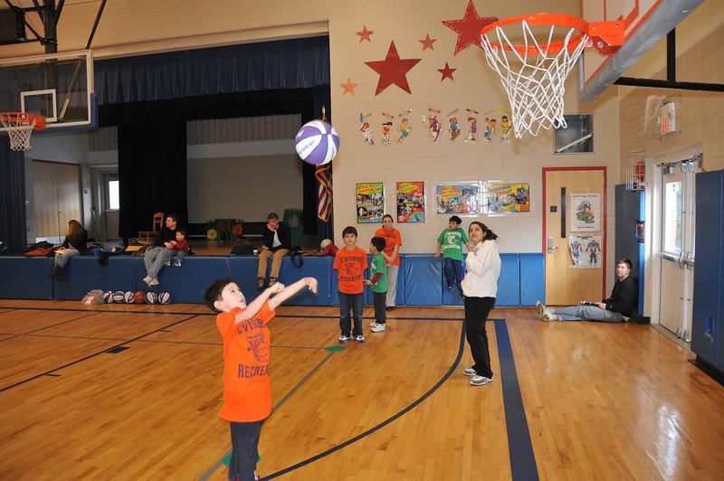 Basketball_03-01-08_P201