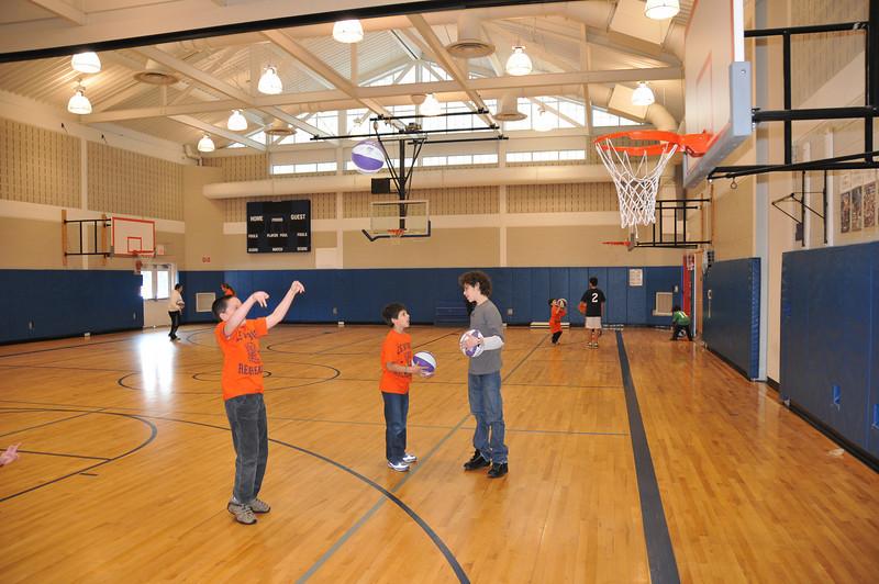 Basketball_03-01-08_P043