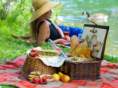 River Café Picnic Basket and blanket