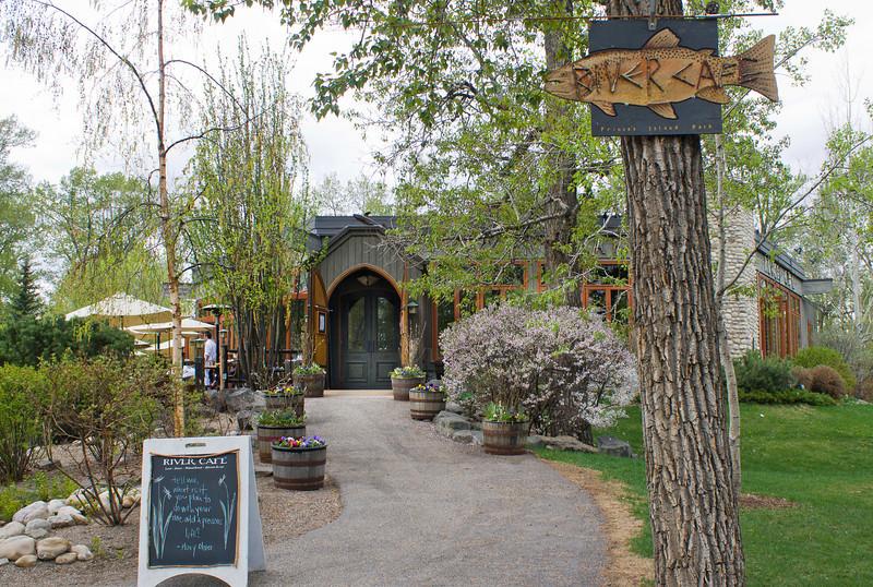 RiverCafe_Entrance_Spring