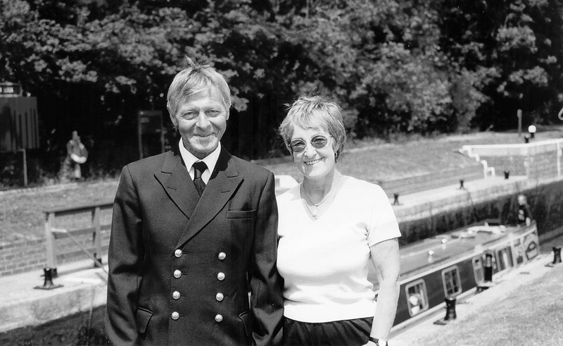 <font size=3><u> - Alan & Tina Hastings - </u></font> (BS0982)  Picture here at Benson Lock in 2002 after 23½ years as resident Lock Keeper.