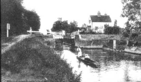 <font size=3><u> - Leaving Benson lock towards Wallingford - </u></font> (BS0020)  It is difficult to date this picture but the length of the lady's dress would indicate either side of the First World War.  It is however interesting, in that a punt pole is in use, in the traditional manner.  Generally, in the Benson area, due to the depth of the water, punt poles were rarely used, the punt being propelled by paddles.  This was invariably the case in the 1940s and 1950s.