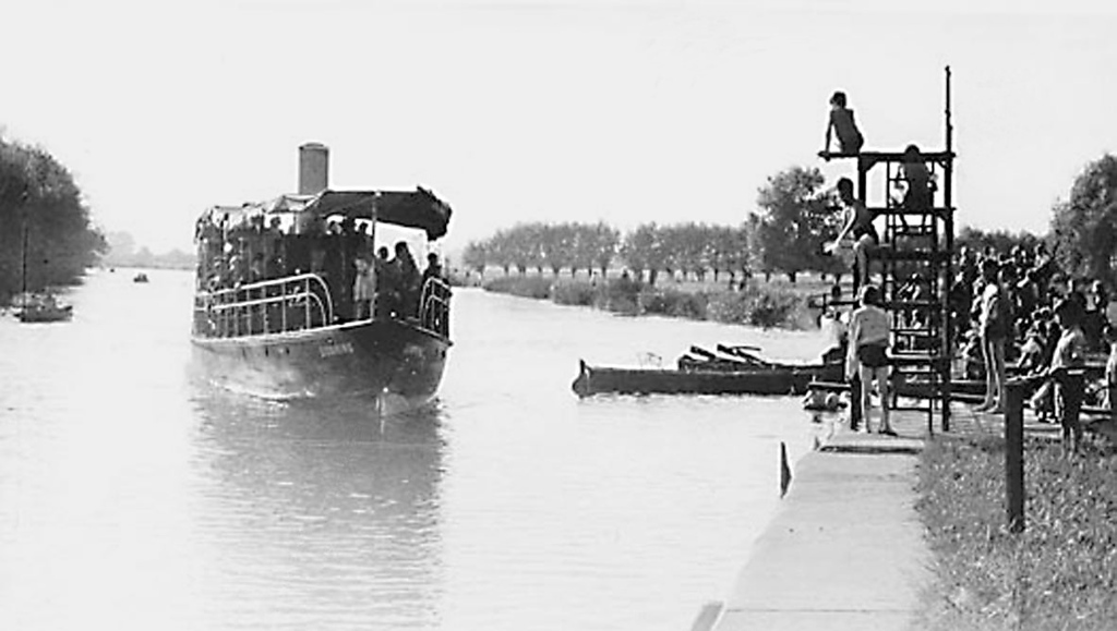 <font size=3><u> - River Steamer - </u></font> (BS0007)