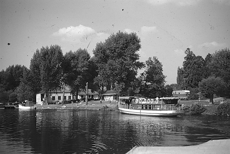 <font size=3><u> - Leaving Benson by steamer- </u></font> (BS0573)  Date of photo - 7 September 1959.