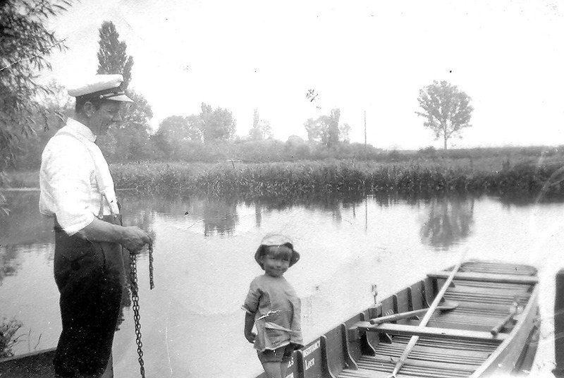 <font size=3><u> - Ferry Boatman & Boy - </u></font> (BS0033)  Looking up toward the weir.   Tall chimney has gone from the mill.