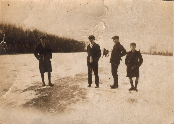 <font size=3><u> - Frozen Thames - Sun Feb 7th 1929 - </u></font> (BS1017)  See BS1184.
