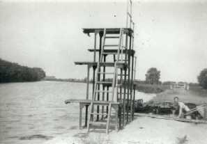 <font size=3><u> - Diving Platform - </u></font> (BS0022)  Anyone know the lad on the right?  When were the diving boards put up?  They were up in the war.  Late 30's suggested.