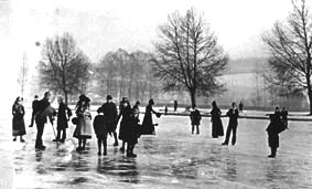 <font size=3><u> - Ice Skating in front of the old Wharf - </u></font> (BS0224) Date unclear, but the Thames was known to freeze over in both 1926 and again in 1930.
